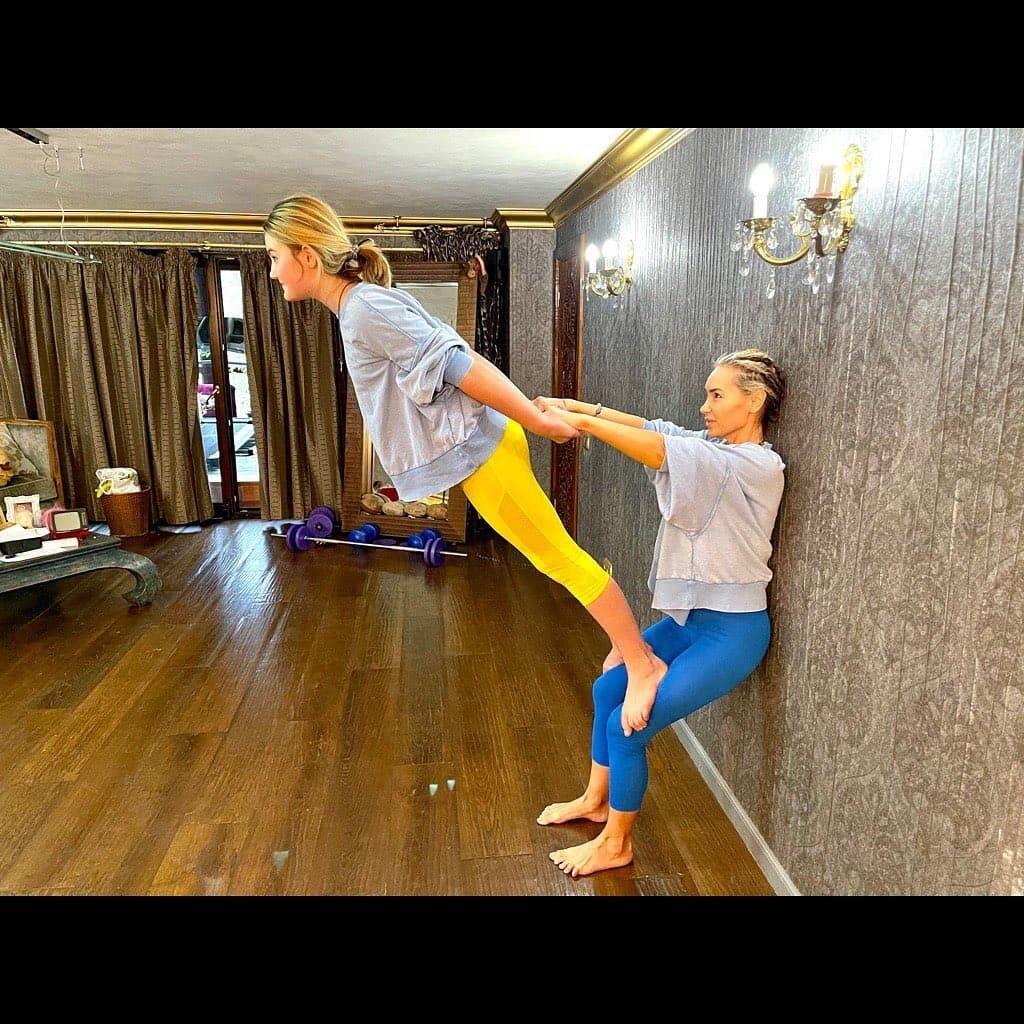 Віталіна Ющенко показала акробатичні трюки.