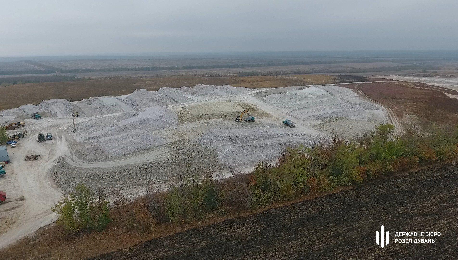 ДБР розкрило схему незаконного видобутку копалин в Україні: через чиновника країна втратила десятки мільйонів