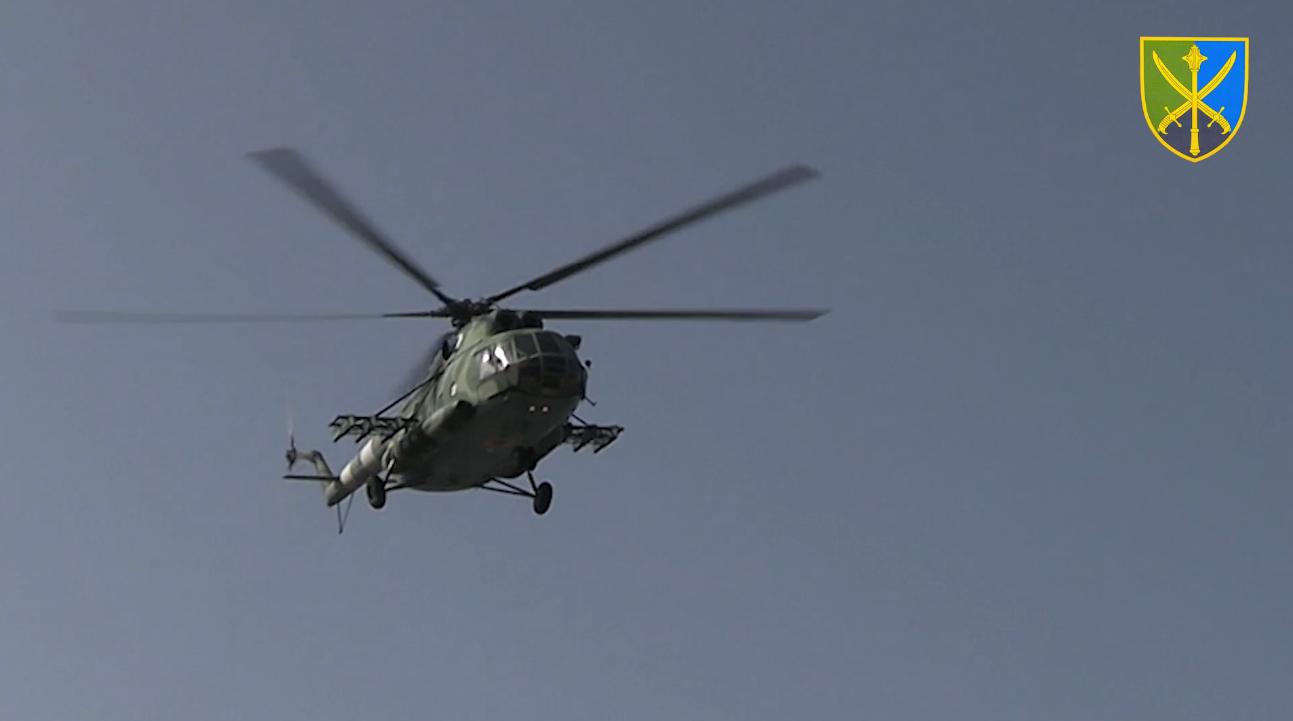 Воїни-вертолітники ЗСУ тренувалися знищувати цілі на малих висотах
