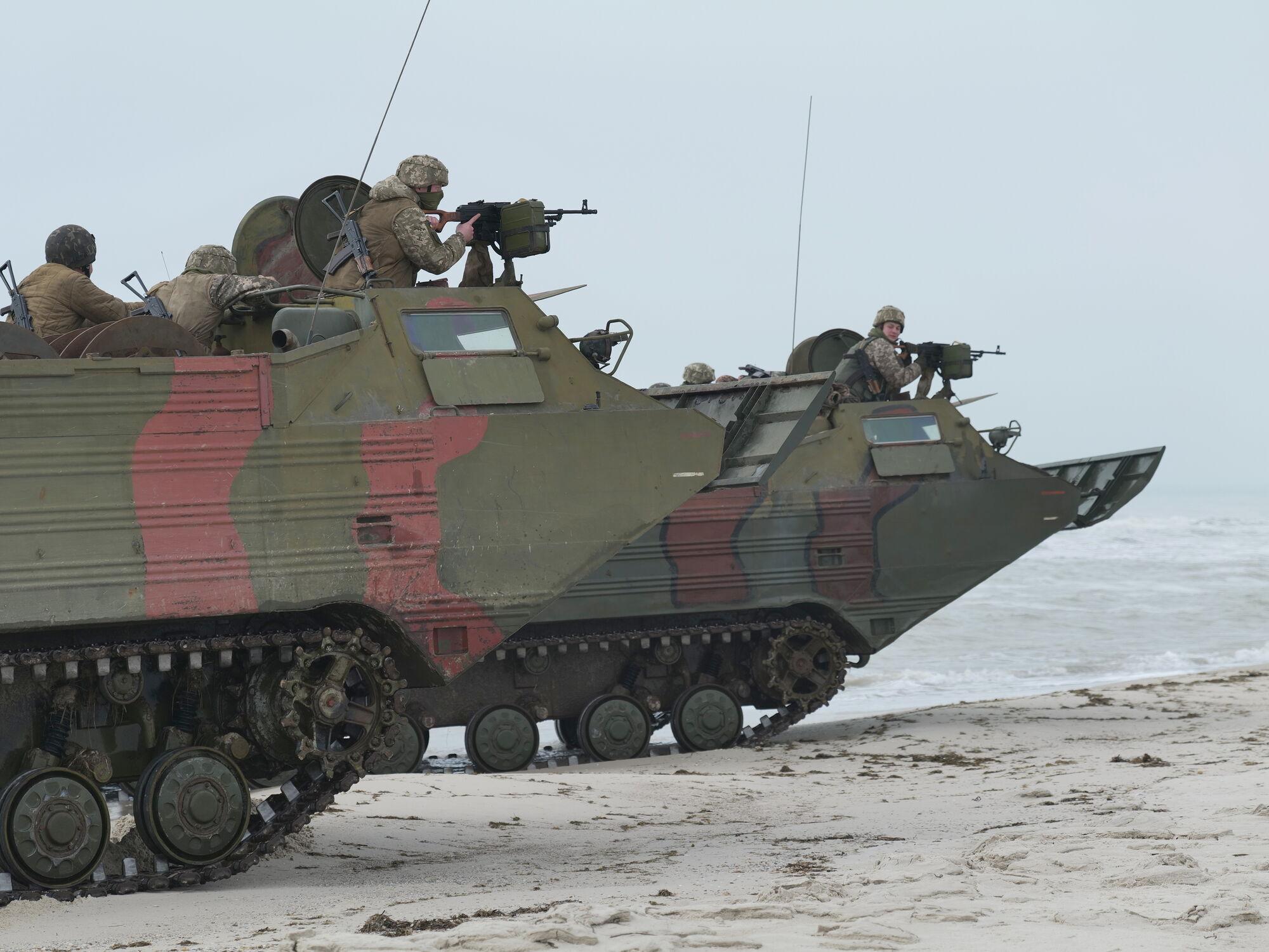 Воїни ЗСУ тренувалися розставляти мінні пастки на березі моря