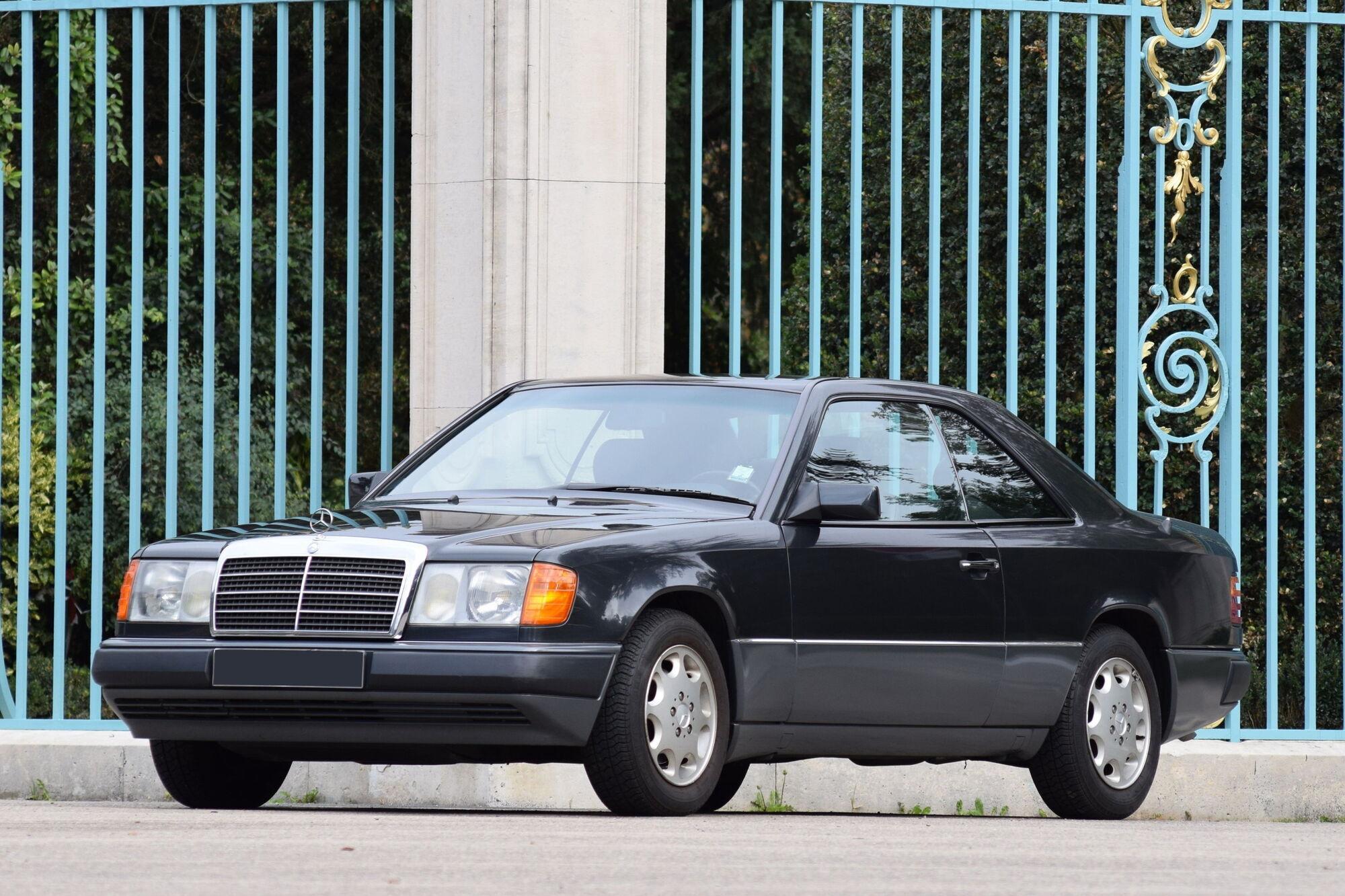 Серійний Mercedes Benz W124 Сoupe