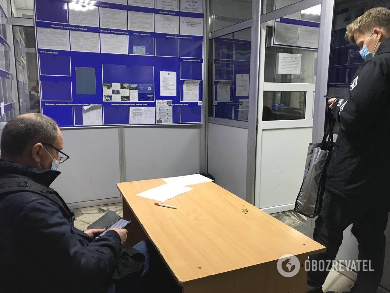 Obozrevatel обратился в полицию, чтобы узнать, кто стоит за продажей спецпропусков.