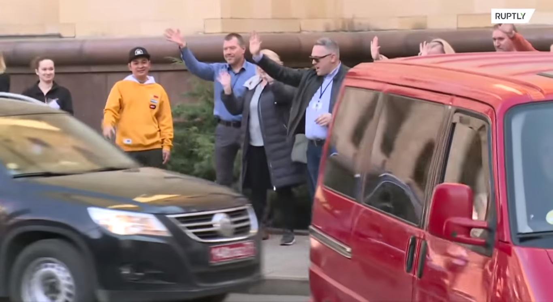 Машини з дипломатами їдуть