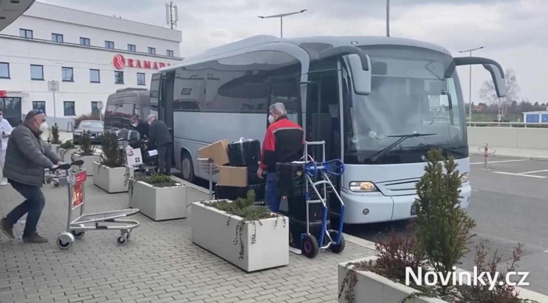 Автобус з російськими дипломатами