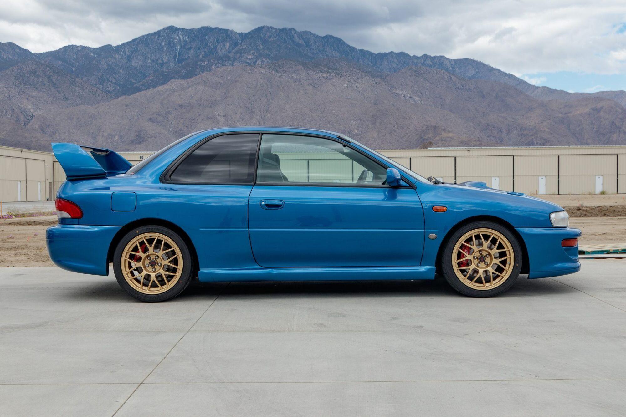 Одна з 400 Subaru Impreza 22B STi