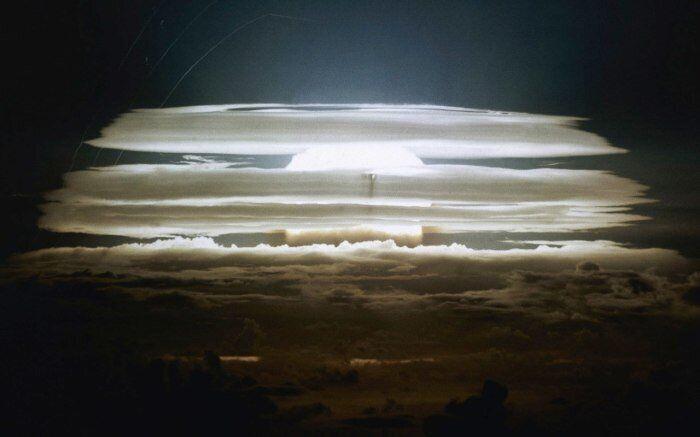 Вибух водневої бомби на атолі Бікіні
