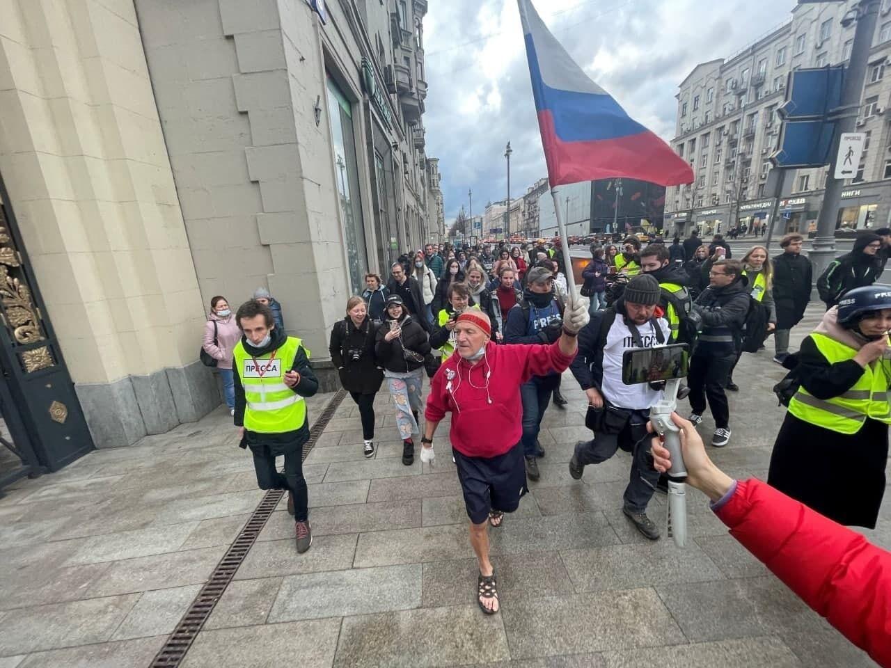 Люди вышли на улицы в Москве