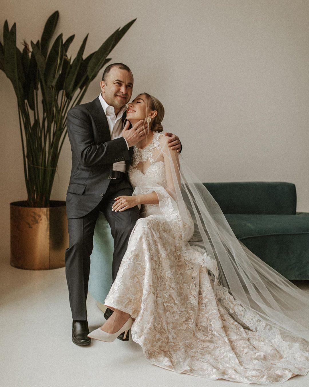 Павлик с женой.