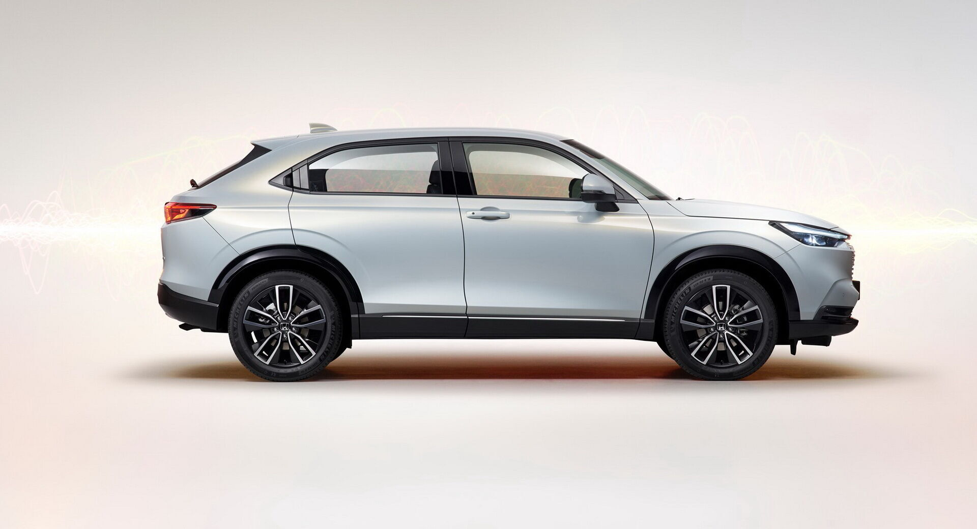 Автомобиль построен на модульной платформе, которая уже применяется на более крупной модели CR-V