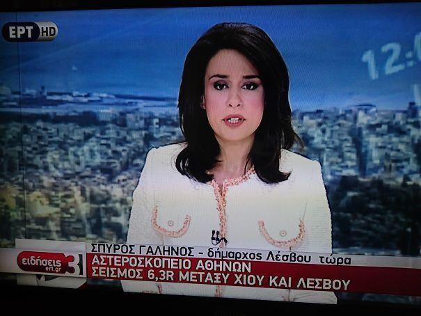 Сексуальный наряд ведущей новостей.