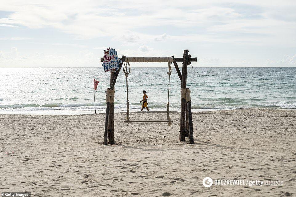 Безлюдный пляж Таиланда.