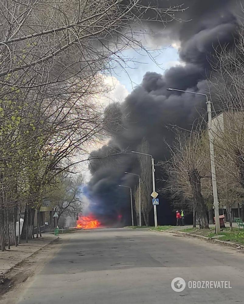 На Луганщині загорівся бензовоз ЗСУ та сім вантажівок