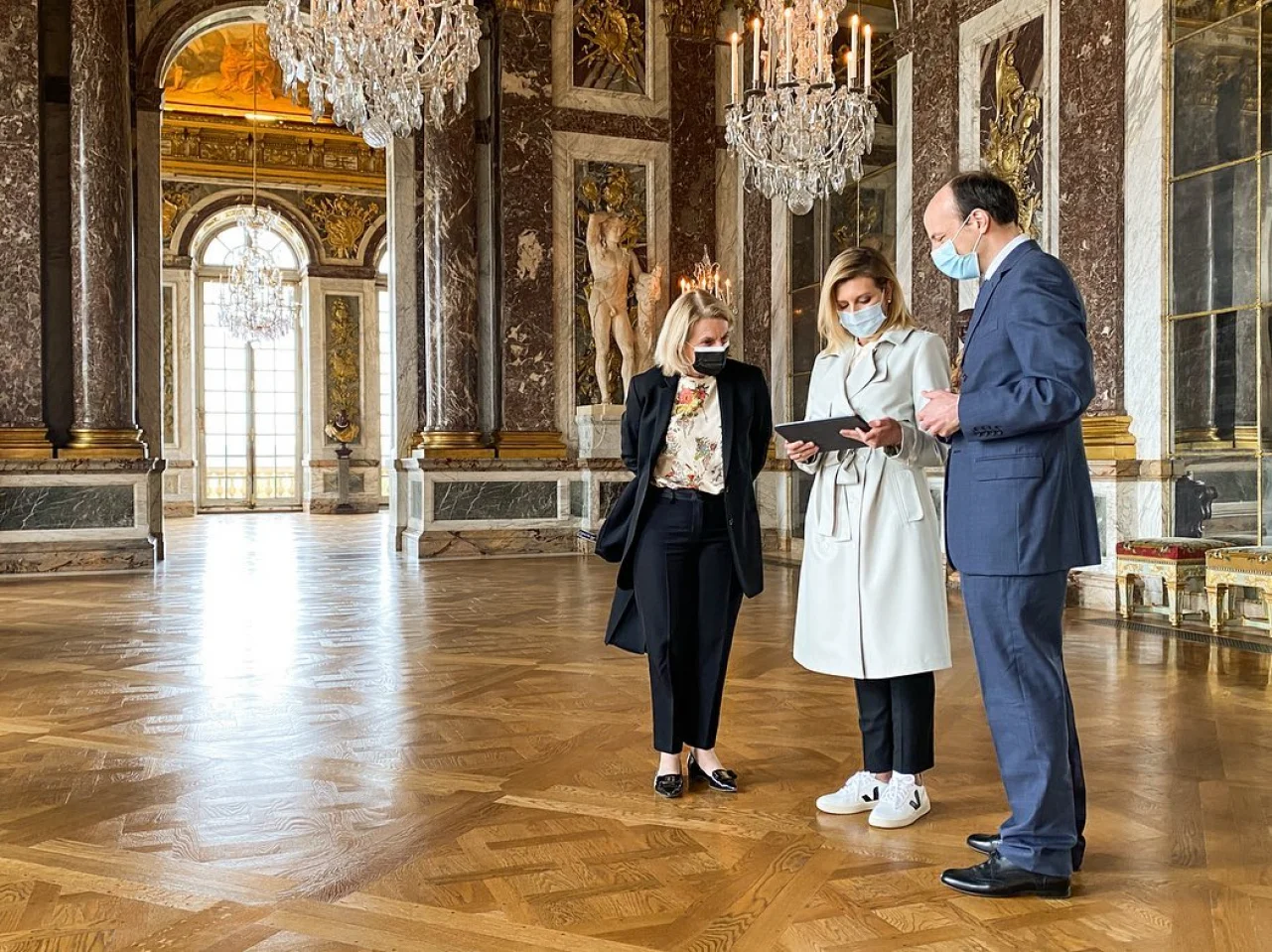 Первая леди Украины Елена Зеленская посетила Версальский дворец во Франции