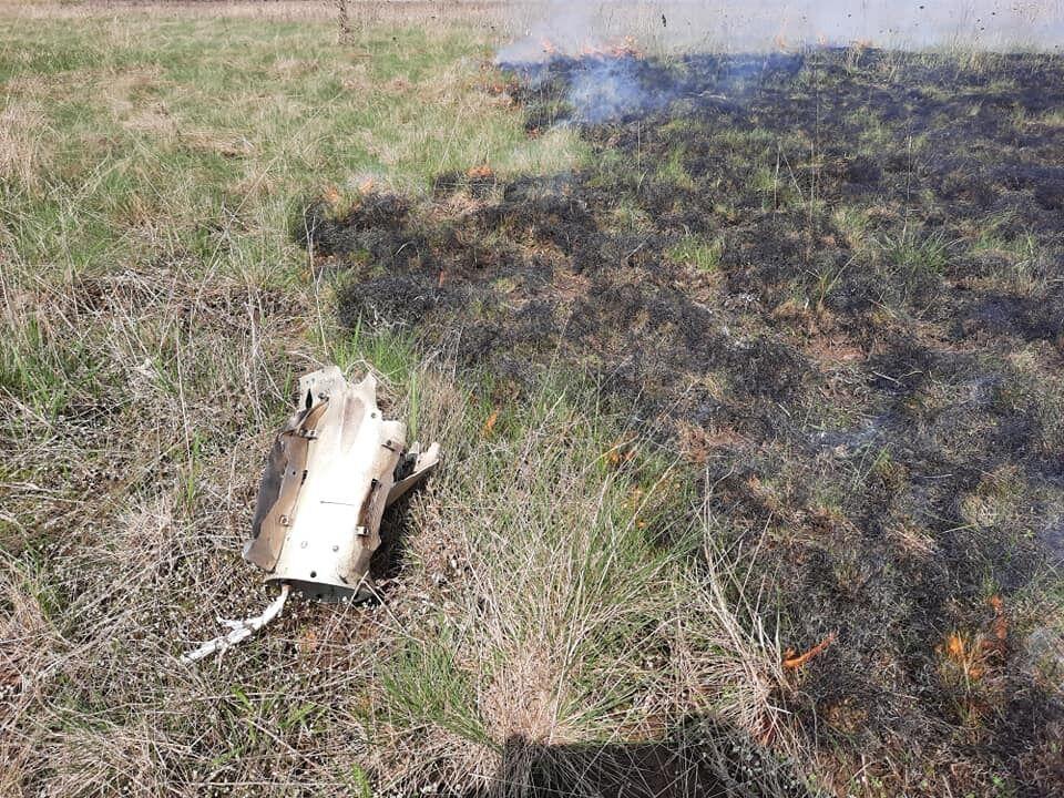 Ракета разорвалась в нескольких десятках метров от кладбища в Пивничном
