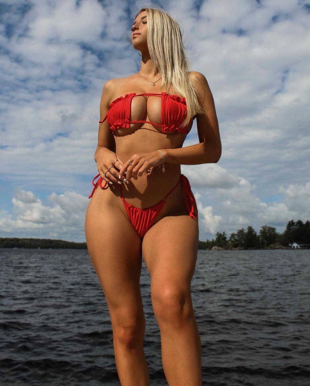 Микайла Демайтер на березі