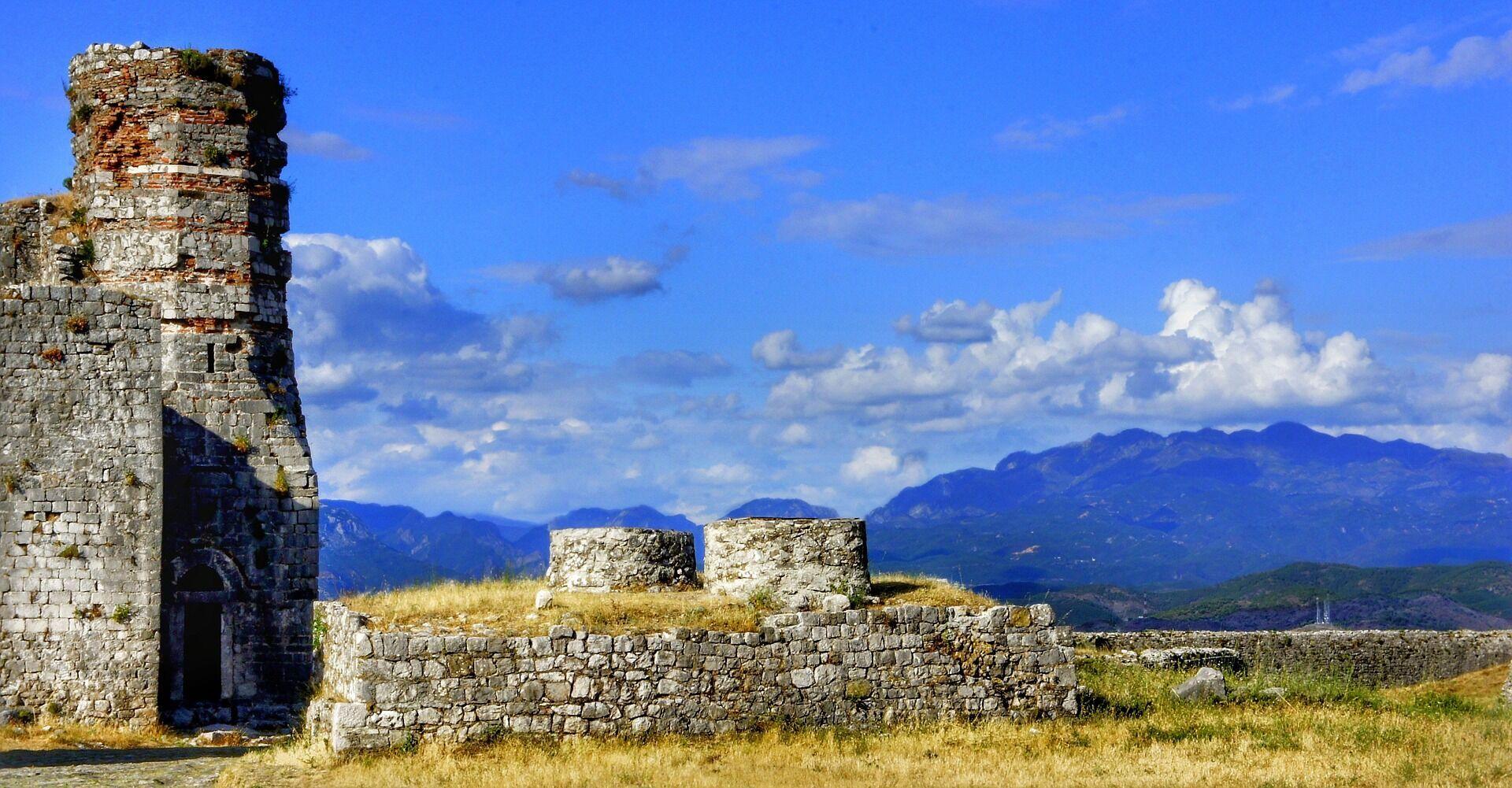 У Саранді розташовується найбільша в Албанії кількість історичних пам'яток кам'яного віку