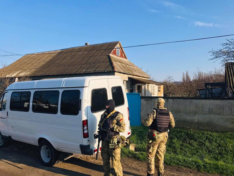 У Криму окупанти вдерлися з обшуком до кримського татарина Фетляєва