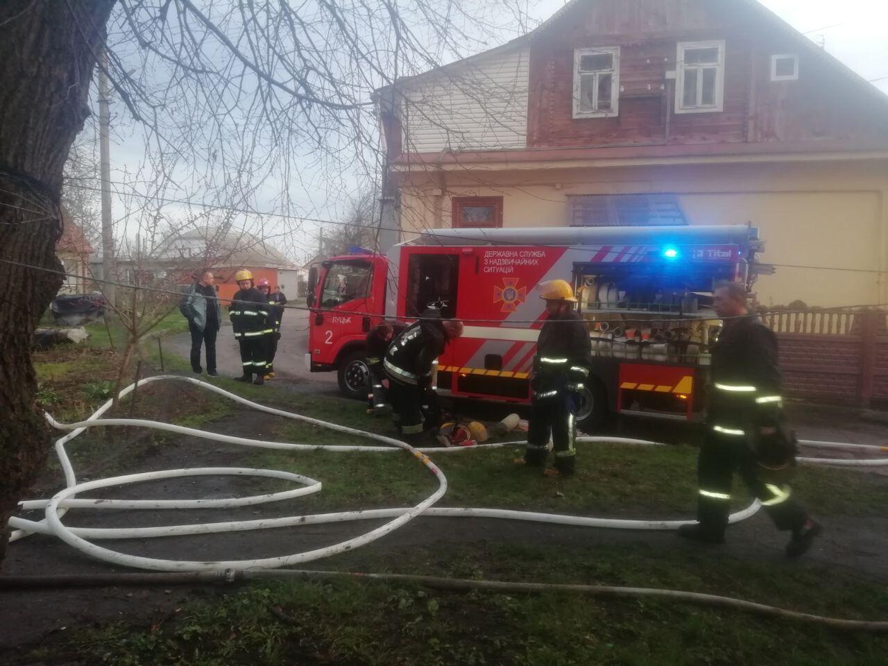 У Луцьку спалахнув одноповерховий житловий будинок