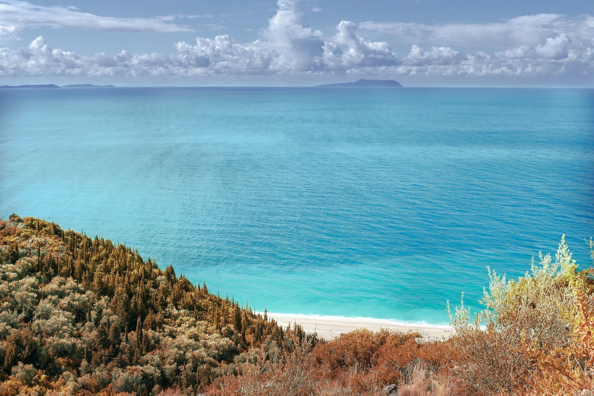 Ляльзіт розташовується в центральній частині Албанії, по сусідству з мисом Кепі Родоніт і за 40 км від Тирани