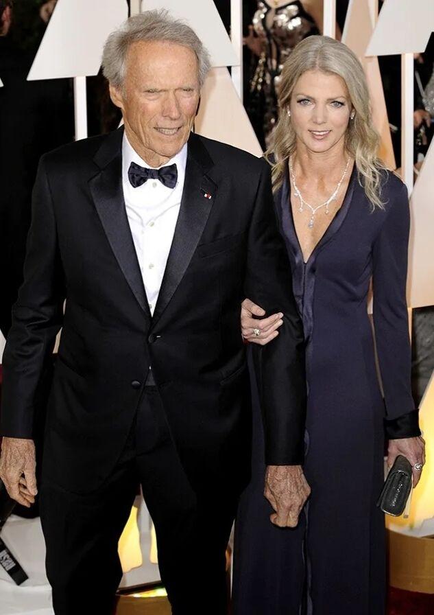 Сейчас 90-летний Иствуд живет с Кристиной Сандерой