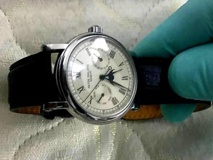 Похищенные часы нашли.