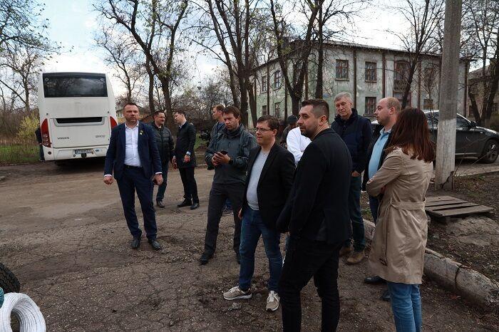 """""""Слуги"""" відвідали Донбас."""
