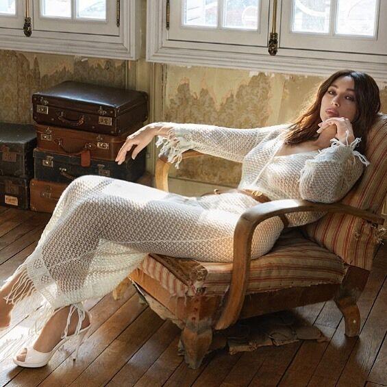 Моніка Беллуччі позувала в ефектному вбранні.