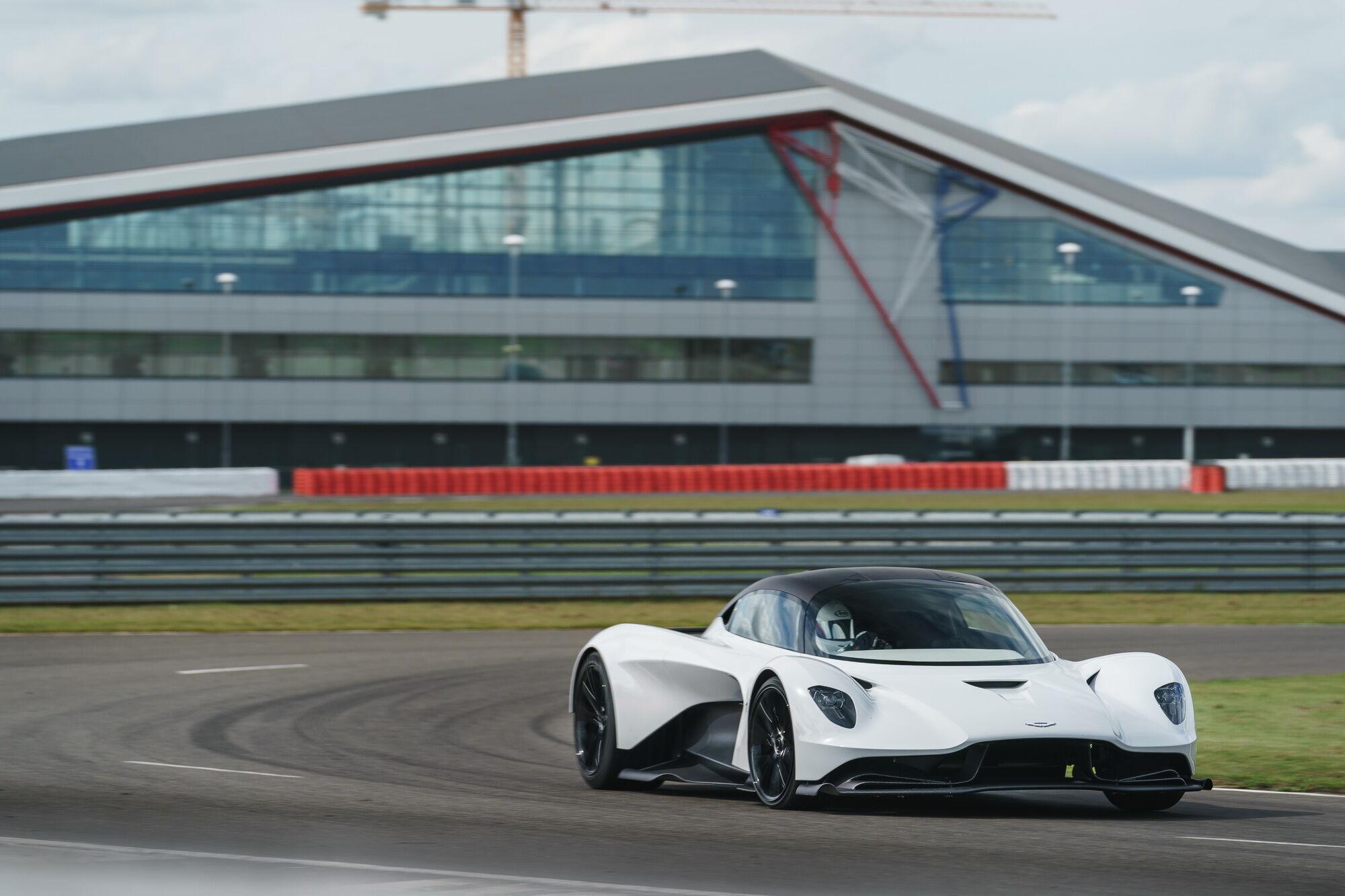 Aston Martin Valhalla на тестах