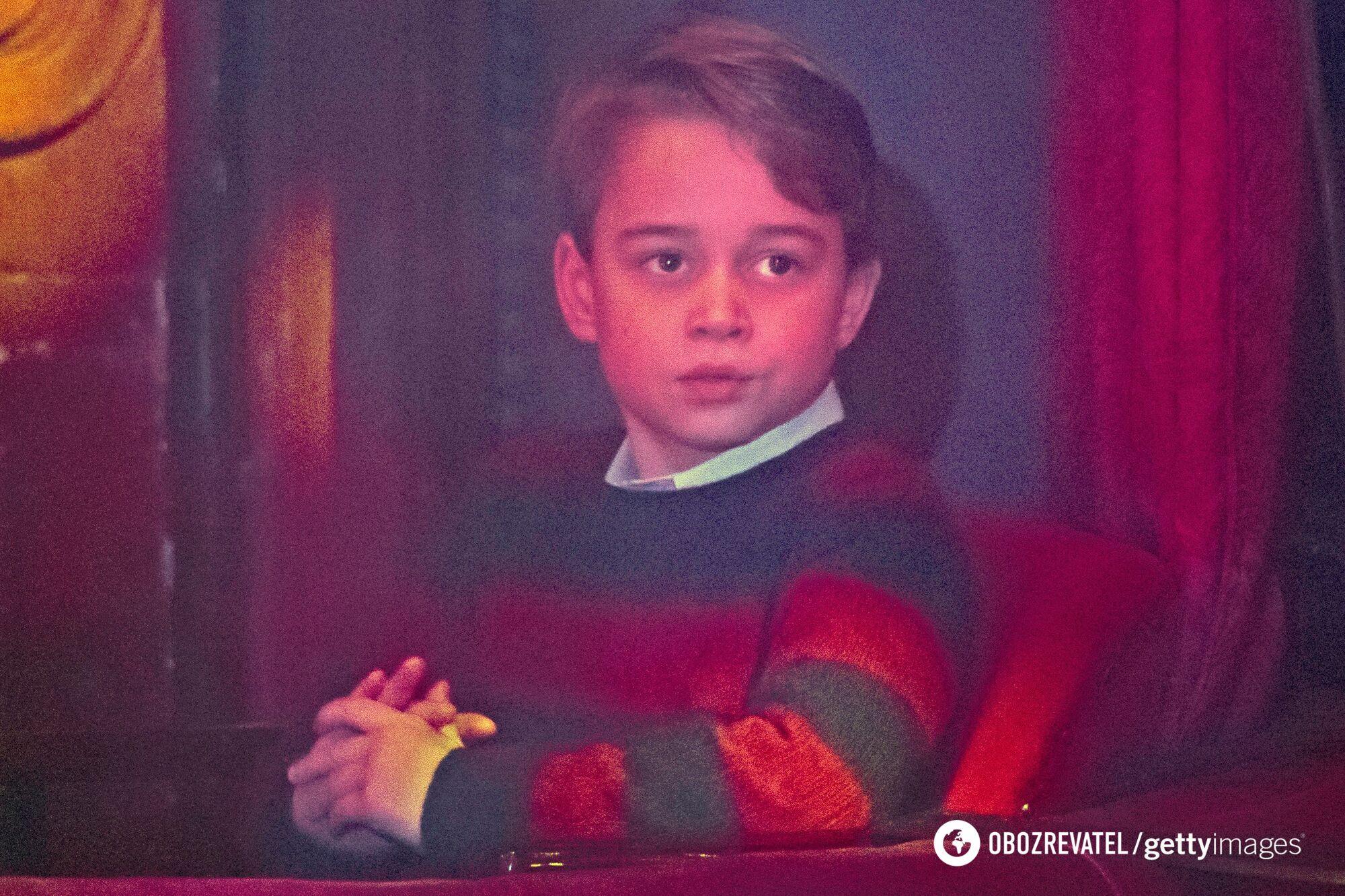 7-річний Джордж відвідав з батьками різдв'яний спектакль.