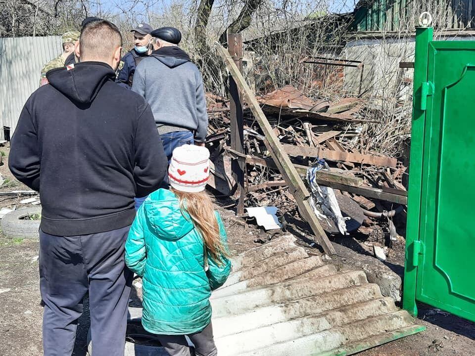 """Терористи """"ДНР"""" влучили у двір, де мешкає троє дітей"""