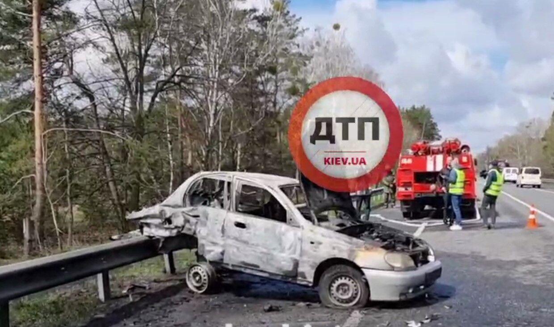 Під час пожежі автотранспорт вибухнув.