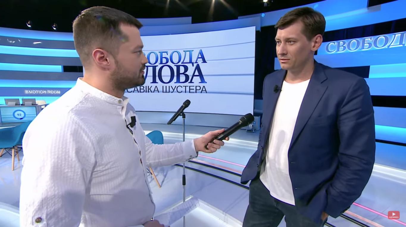 Гудков дает комментарий журналисту