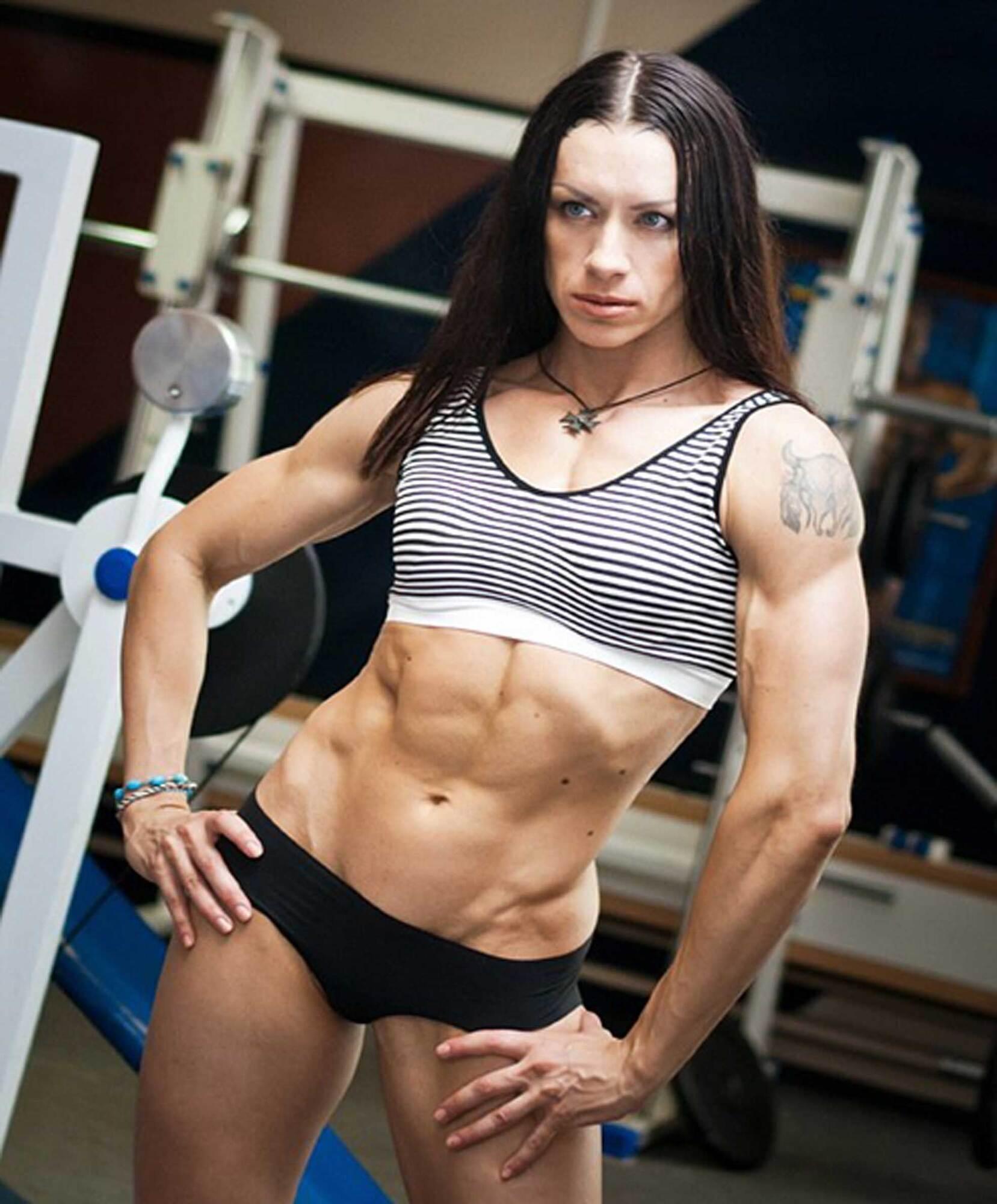 Наталья Князева в тренажерном зале