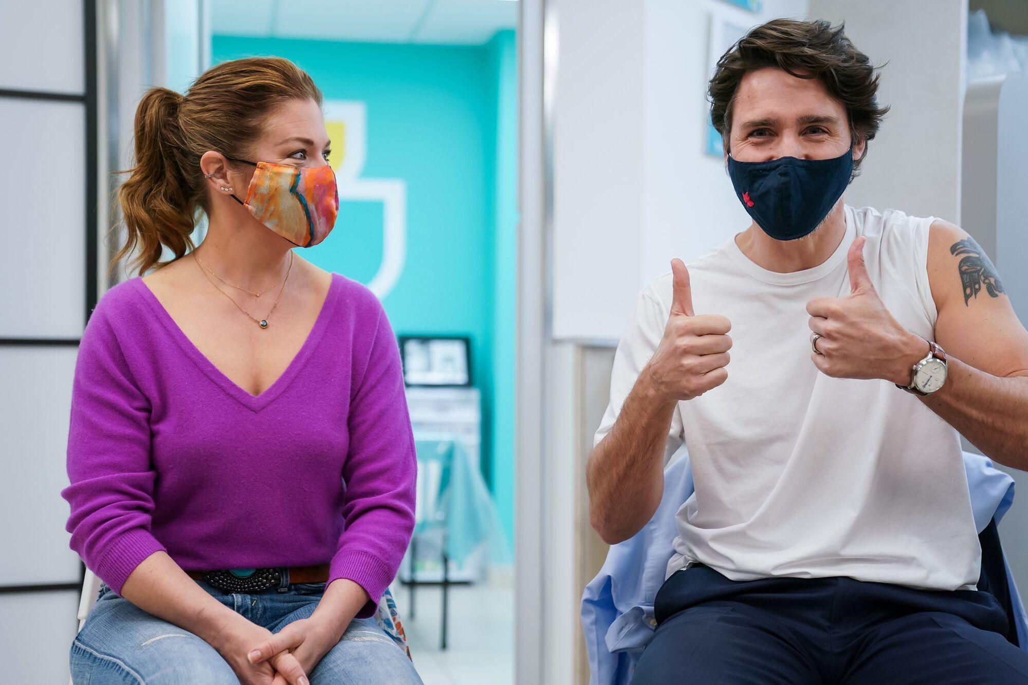 Премьер Канады вакцинировался.