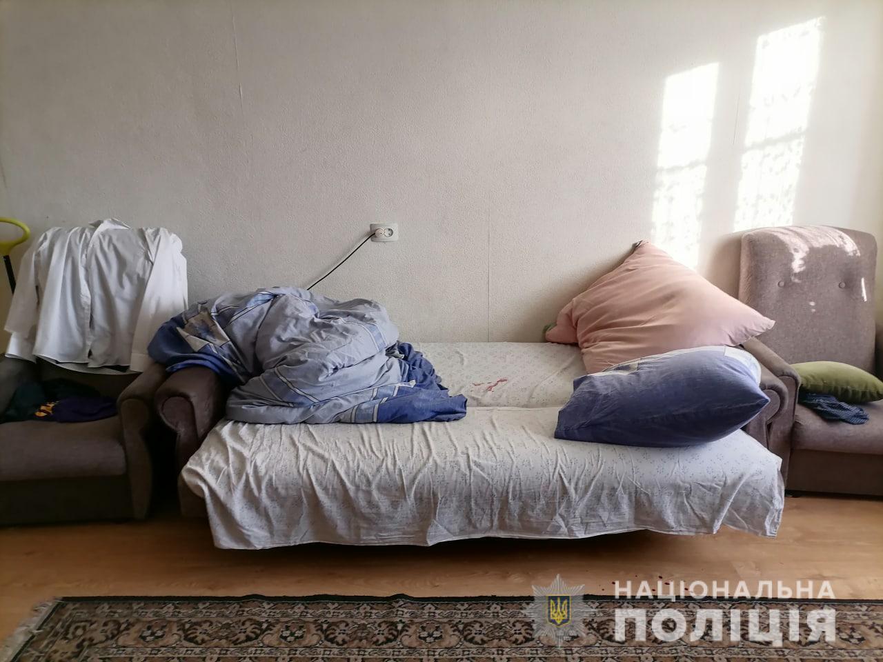 Мать пыталась зарезать сына, когда тот спал.