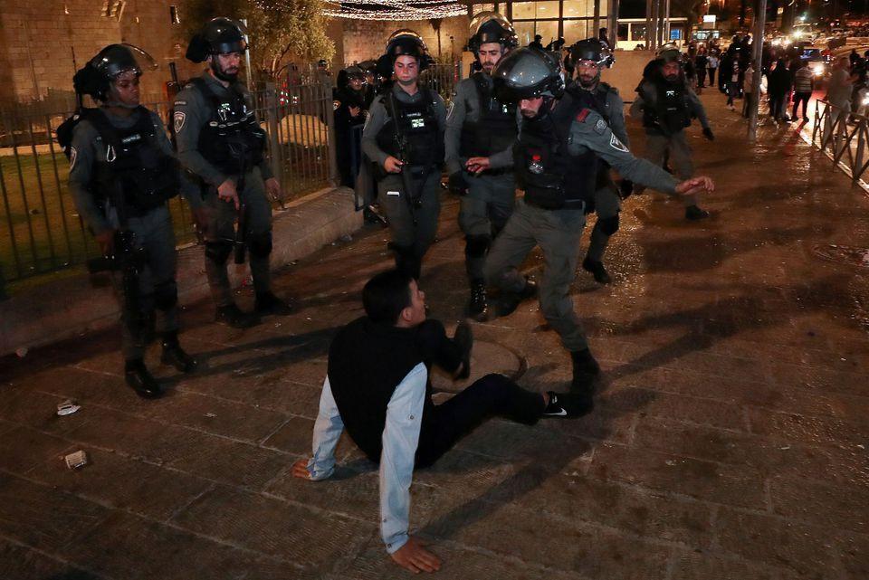 Столкновения с полицией.