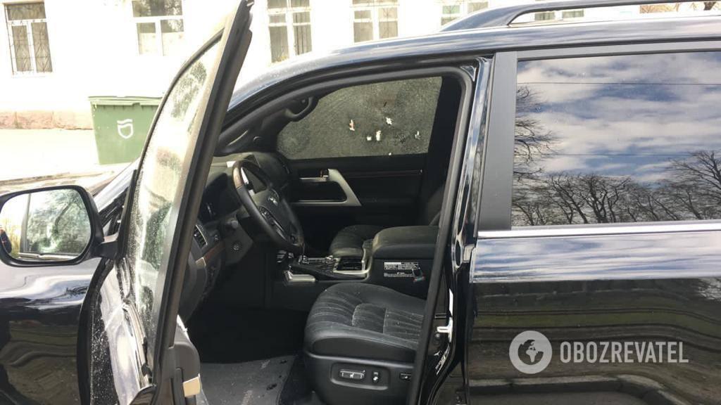 Водитель внедорожника с номером АЕ1111ТГ ехал вместе с сыном в сторону проспекта Яворницкого