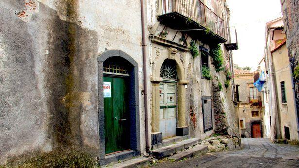 В італійському місті Кастільйоне-ді-Сицилія будуть продавати будинки за 1 євро