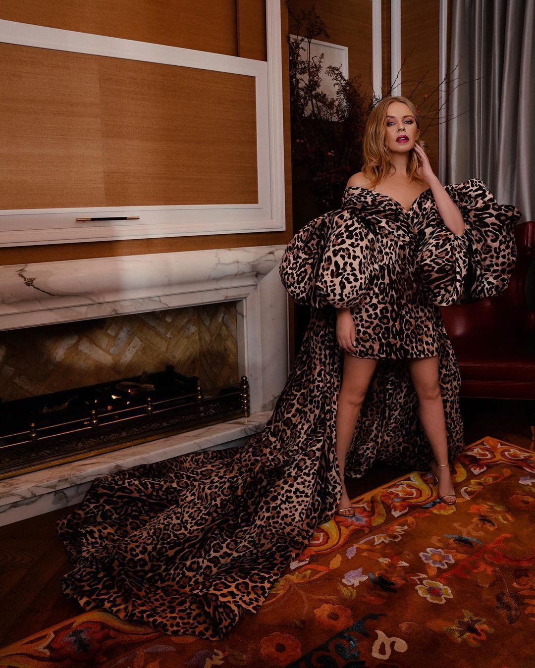Кайлі Міноуг приміряла ефектну сукню