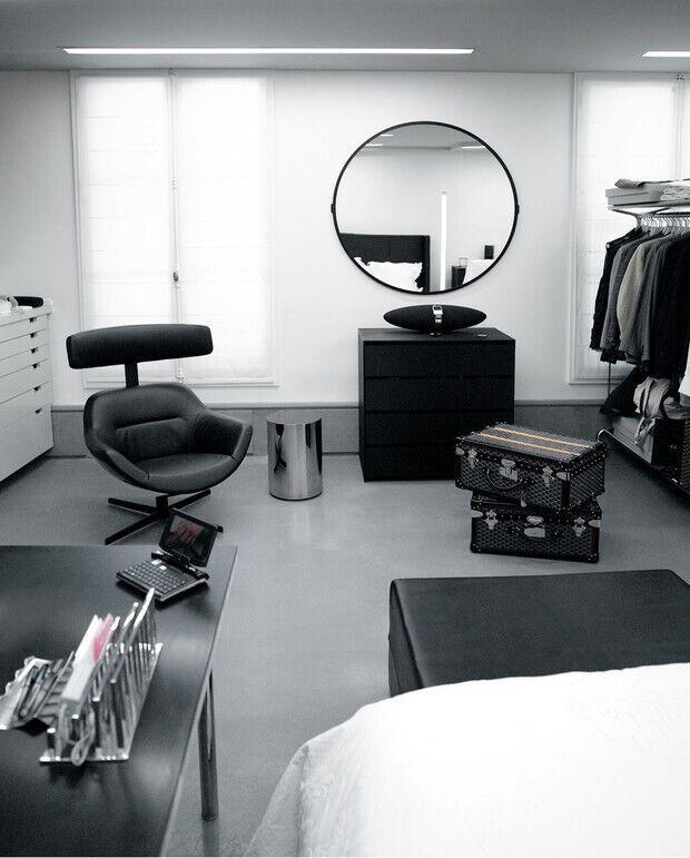 Карл Лагерфельд сам занимался оформлением своей гардеробной