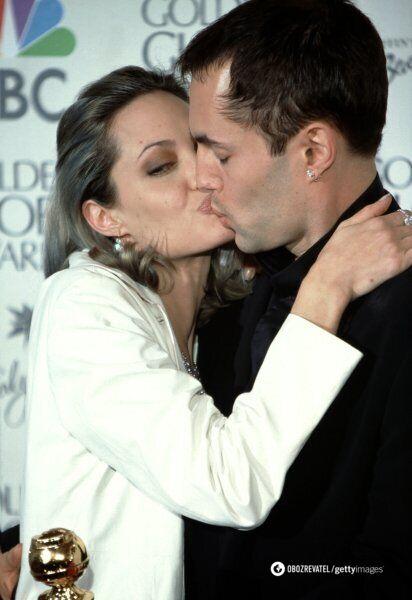 """Анджелина Джоли и до """"Оскара"""" эпатировала публику поцелуем с братом"""