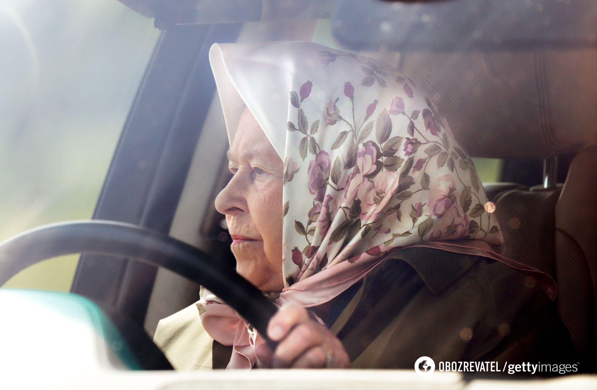 Королева приехала на конные соревнования на Range Rover