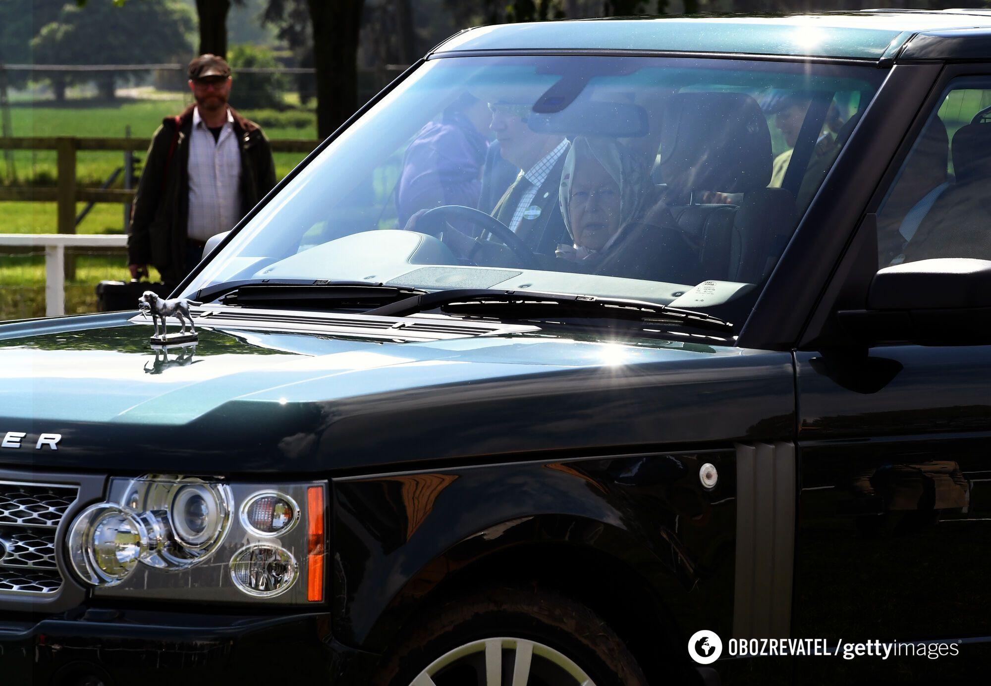 Принц Филипп в возрасте 97 лет перевернулся на автомобиле.