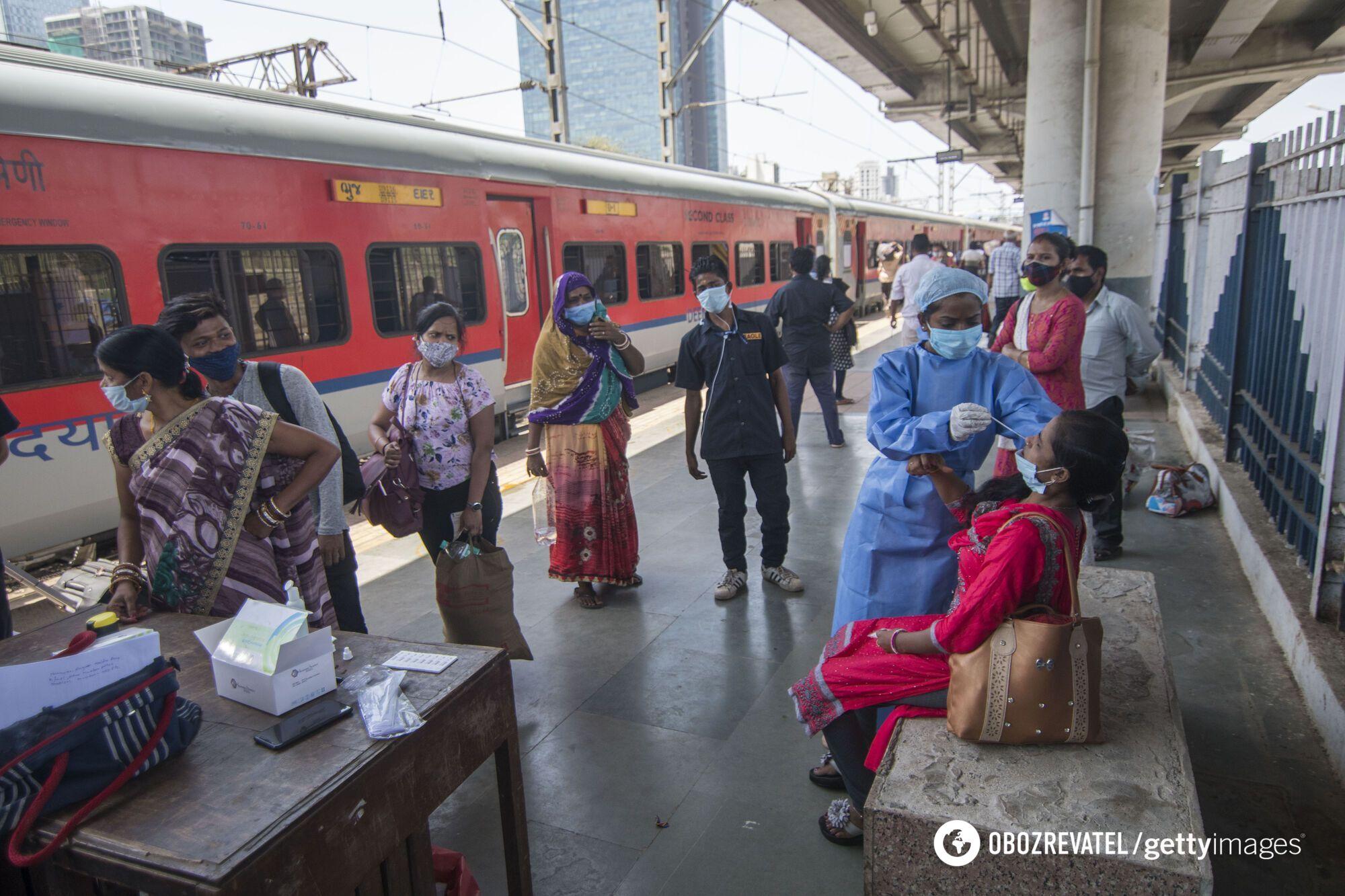 В Індії людей масово тестують на наявність COVID-19