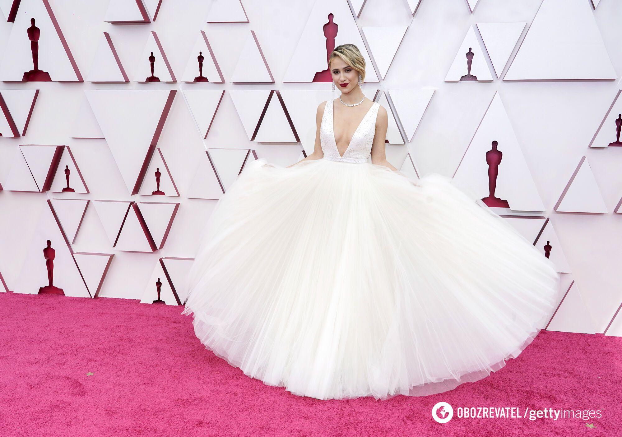 Мария Бакалова также выбрала для красной дорожки длинное пышное платье белого цвета