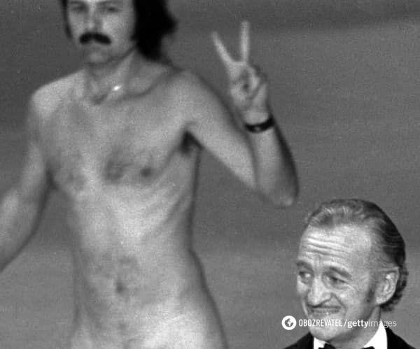 """На сцену выбежал совершенно голый мужчина прямо во время трансляции премии """"Оскар"""""""