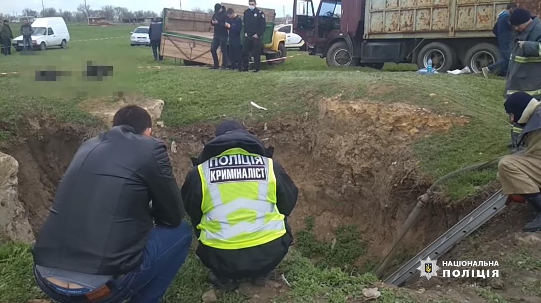 Поліція оглядає місце загибелі чотирьох осіб на Одещині