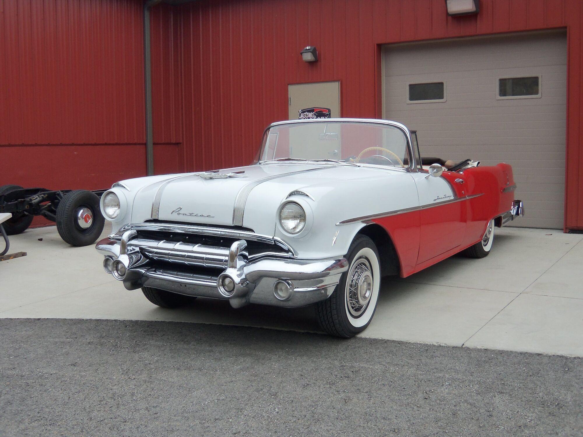 Основой для проекта послужил этот Pontiac Star Chief Convertible 1956 года