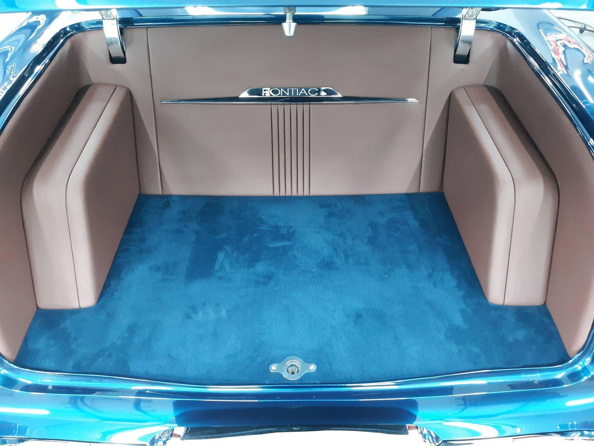 Ковровое покрытие для салона и багажника заказали в цвет кузова