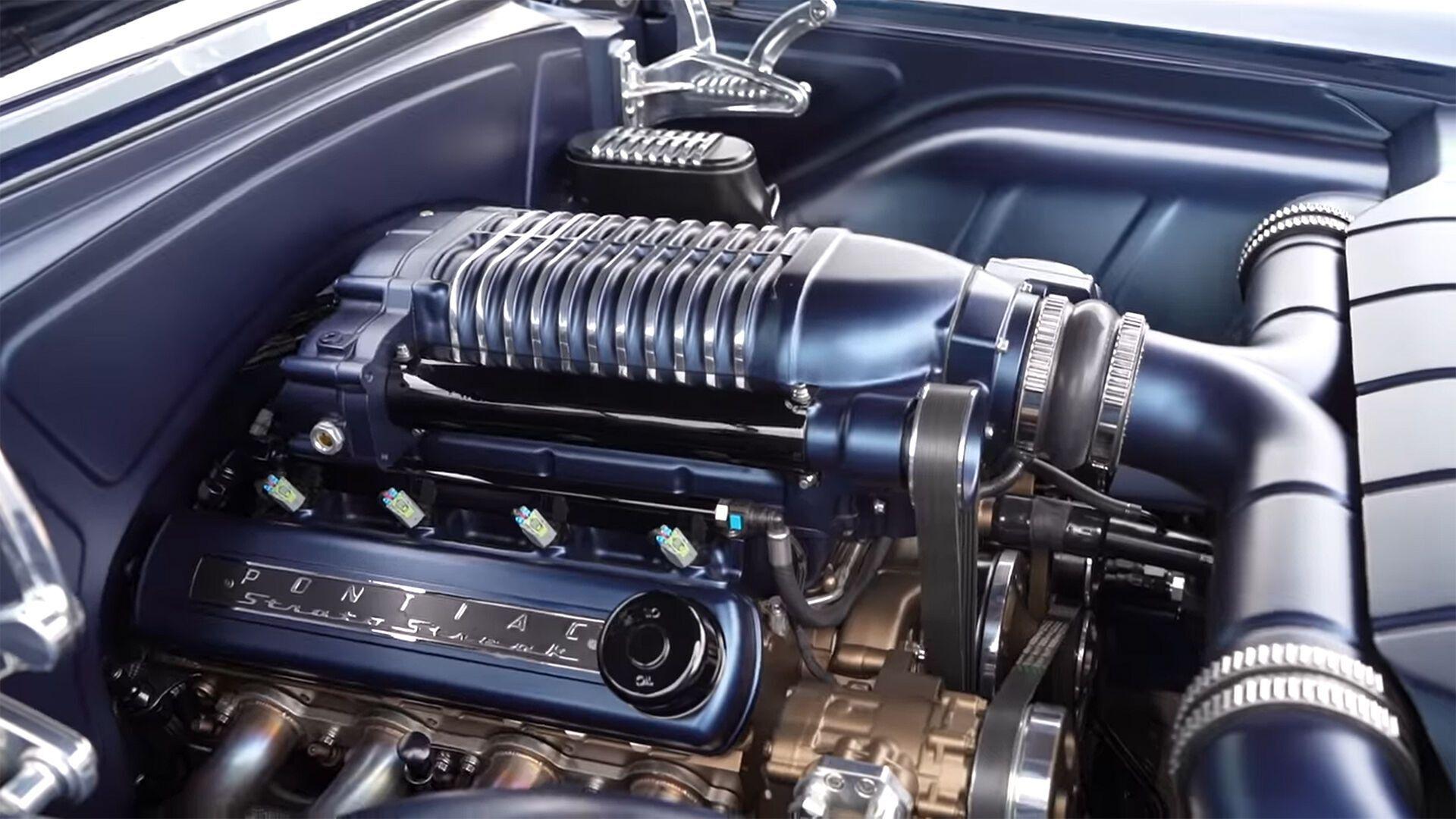 Автомобиль приводится в движение двигателем LSX V8 мощностью 912 л.с.